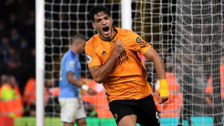 Raúl Jiménez celebra una tanto con Wolves
