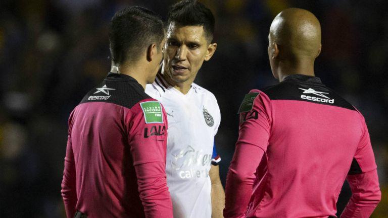 Jesús Molina en reclamo con árbitros