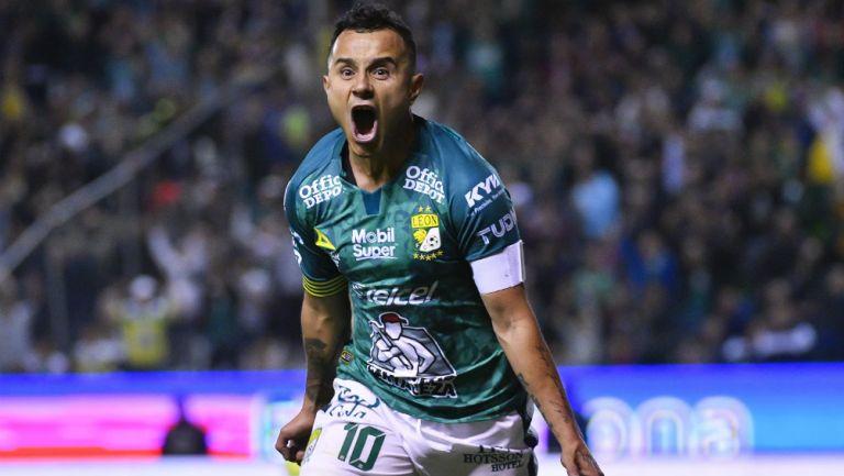 León aprovechó superioridad numérica y venció a Monterrey