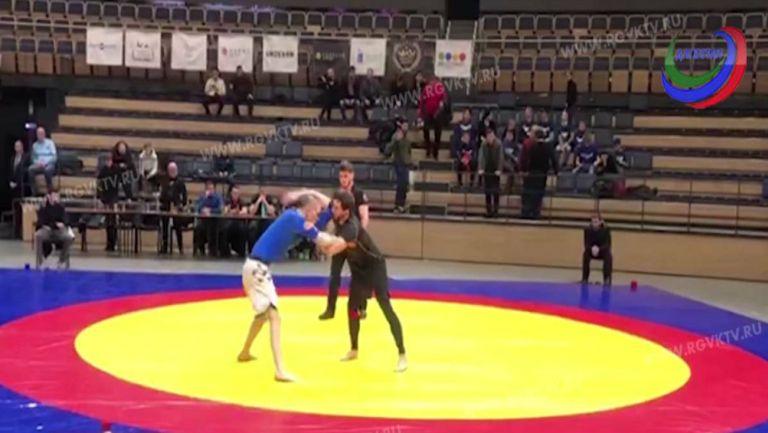 Luchador ruso se fracturó el cuello en plena competencia
