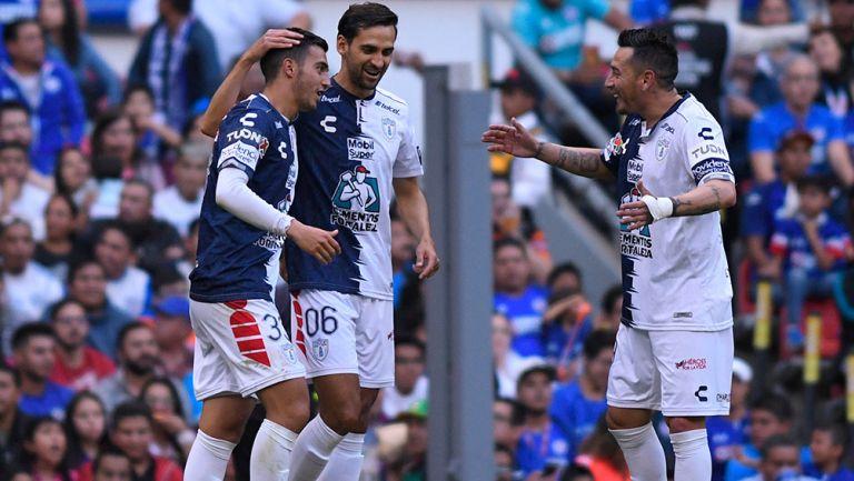 Pachuca celebra un gol en el Estadio Azteca