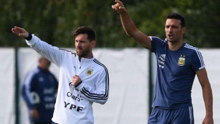 Messi y Scaloni en una práctica de la Argentina