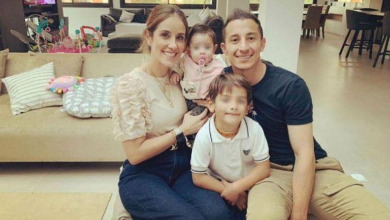 Andrés Guardado junto a su familia