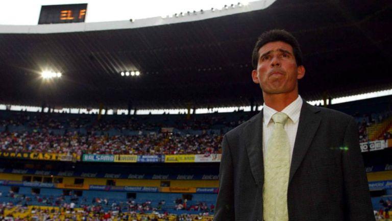 Eduardo de la Torre como técnico de Chivas en 2003