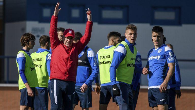 Javier Aguirre durante un entrenamiento con Leganés