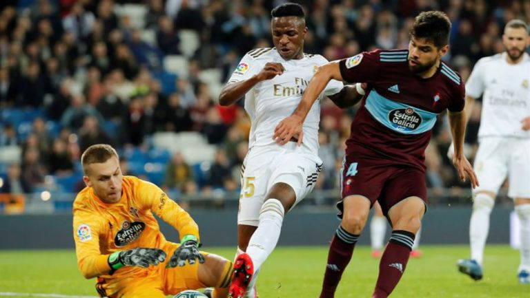 Néstor Araujo durante el partido entre Celta de Vigo y Real Madrid