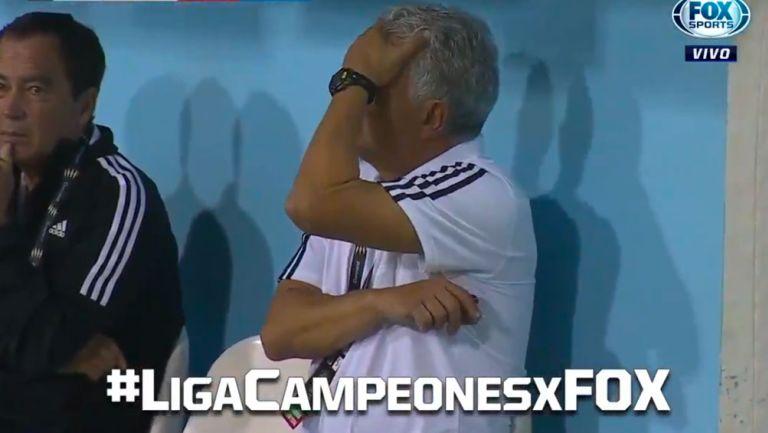 Tuca Ferretti lamenta la falta de Carlos Salcedo
