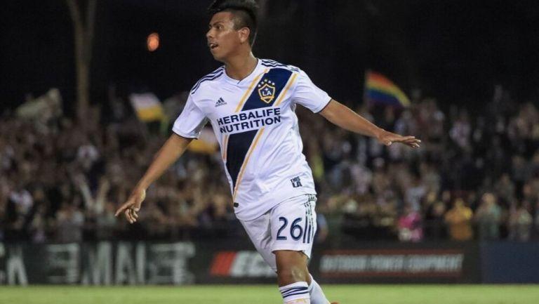 Efraín Álvarez en partido con LA Galaxy