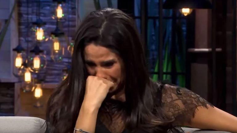 Rompe en llanto, en pleno programa, Paola Rojas