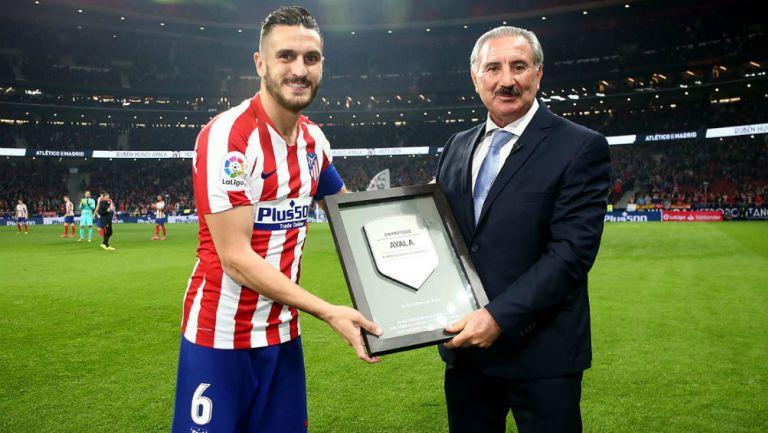 Ratón Ayala fue homenajeado por el Atlético de Madrid