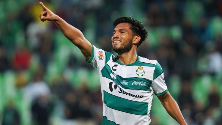 Aguirre festeja un gol con Santos Laguna