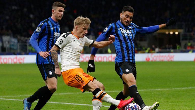 Acción del juego entre Atalanta y Valencia