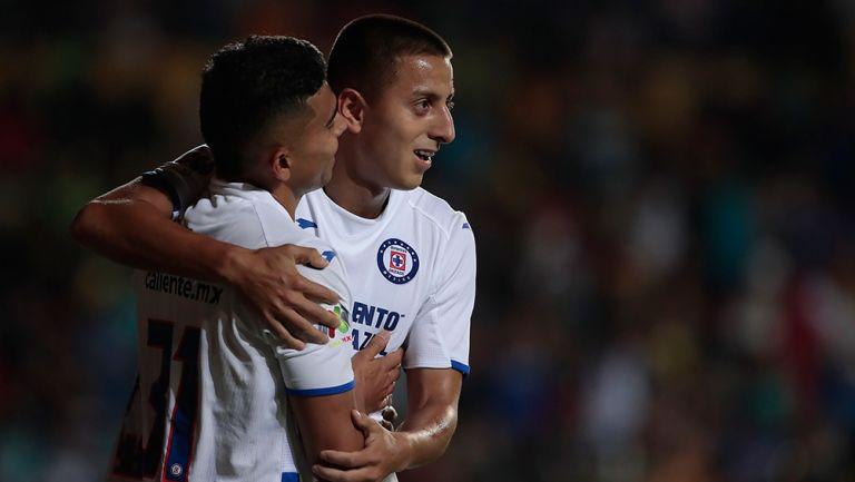 Orbelín Pineda y el Piojo Alvarado festejan un gol