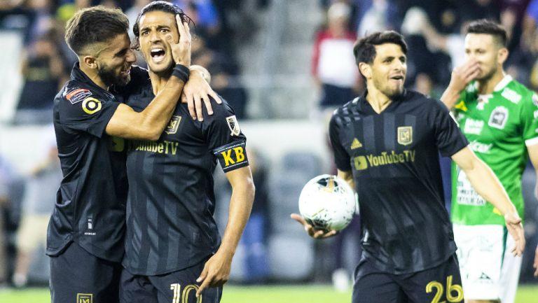 Jugadores del LAFC celebrando un gol