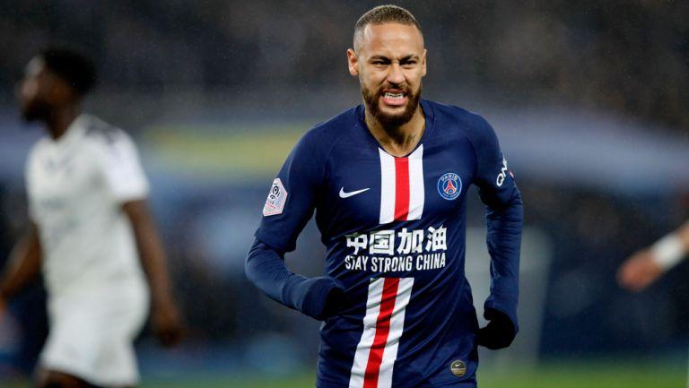 Neymar lamenta una falla en un duelo con el PSG