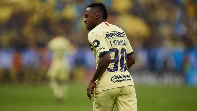 Renato Ibarra, en un juego con el América