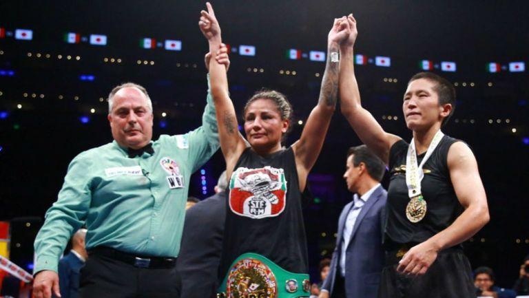 Barby Juárez ganando una pelea