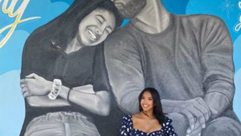 Hija de Kobe Bryant posó en mural dedicado al basquetbolista fallecido