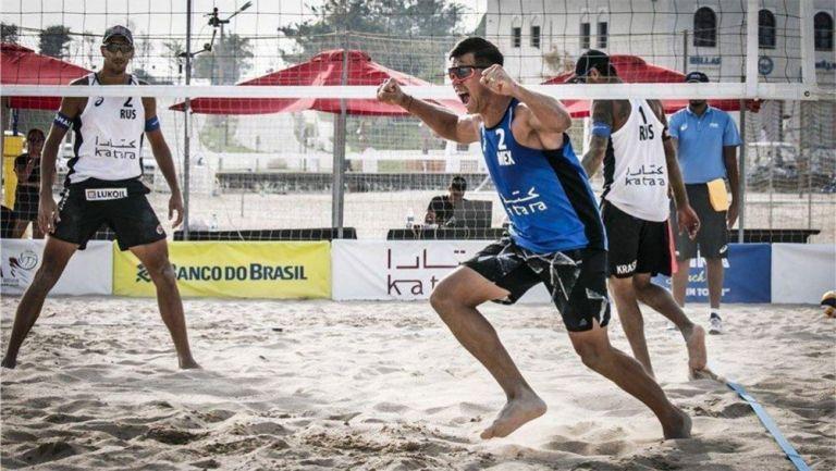 El equipo mexicano de violeibol de playa tras una victoria