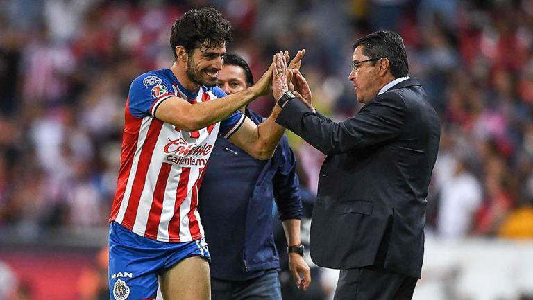 Pollo Briseño festeja junto a Luis Fernando Tena
