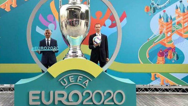 Directivos de UEFA tras una reunión