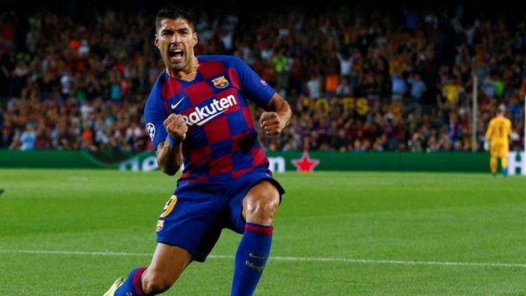 Luis Suárez canta un gol con la afición del Barcelona