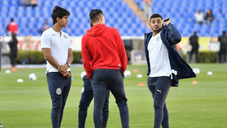 Alexis Vega y JJ Macías previo a un partido con Chivas