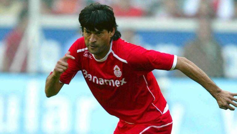 José Saturnino Cardozo durante su etapa como jugador de Toluca