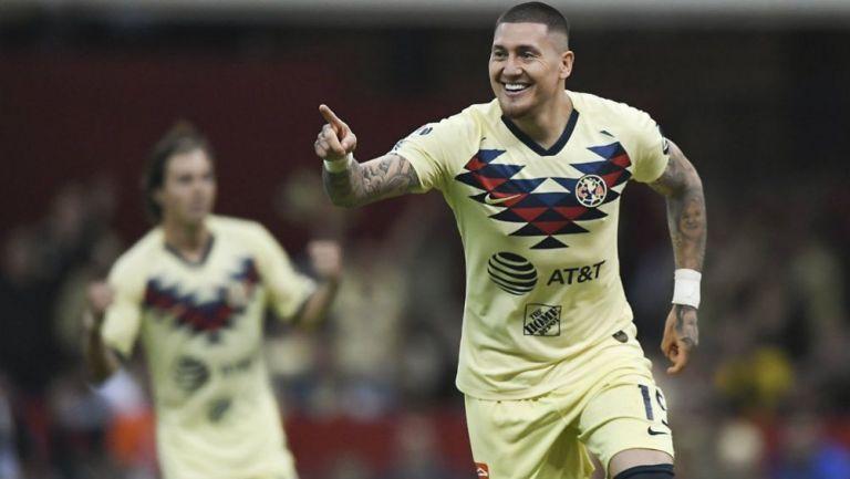 Nicolás Castillo celebrando su anotación con América