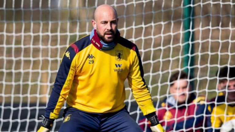 Pepe Reina, en un entrenamiento del Aston Villa