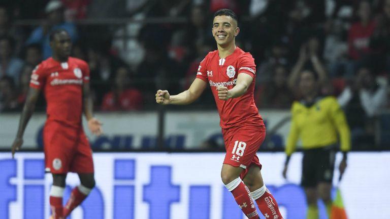 Leo Fernández celebrando un gol con Toluca