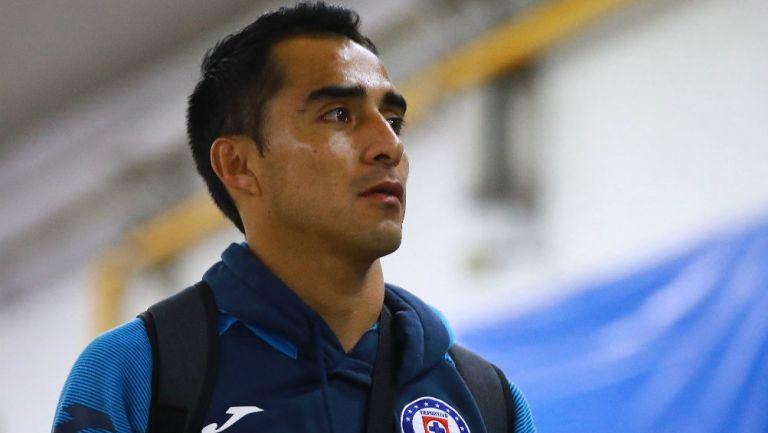 Rafael Baca llegando al Estadio Azteca
