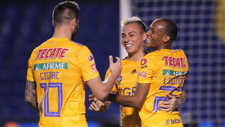 Tigres en celebración de gol
