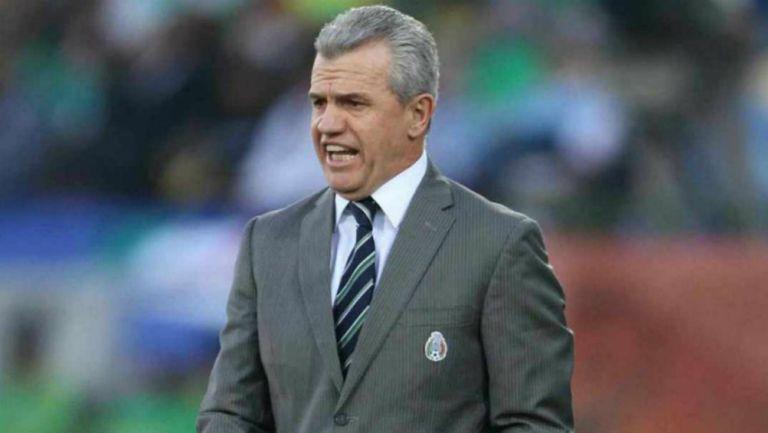 Vasco Aguirre en partido con la Selección Mexicana