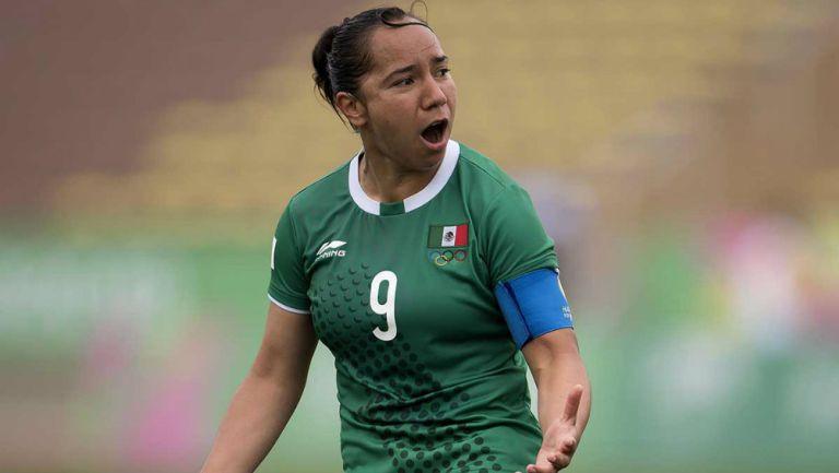 Charlyn Corral jugando con la Selección Mexicana