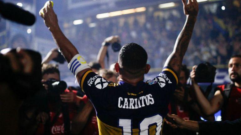 Carlos Tevez en festejo con la afición de Boca Juniors