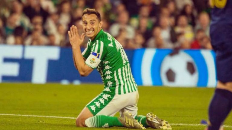 Andrés Guardado durante un partido con el Betis