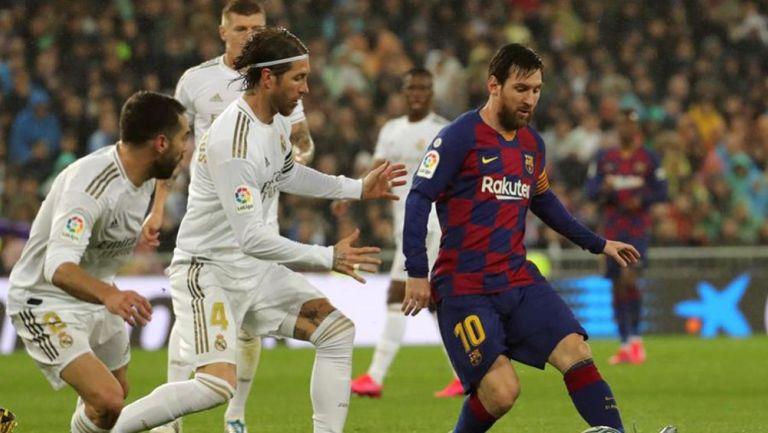 Messi y Ramos disputan el Clásico de España