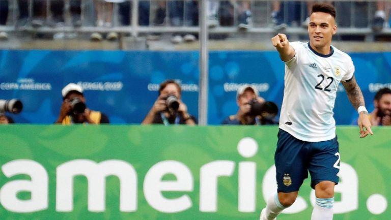 Lautaro Martínez durante un partido con Argentina