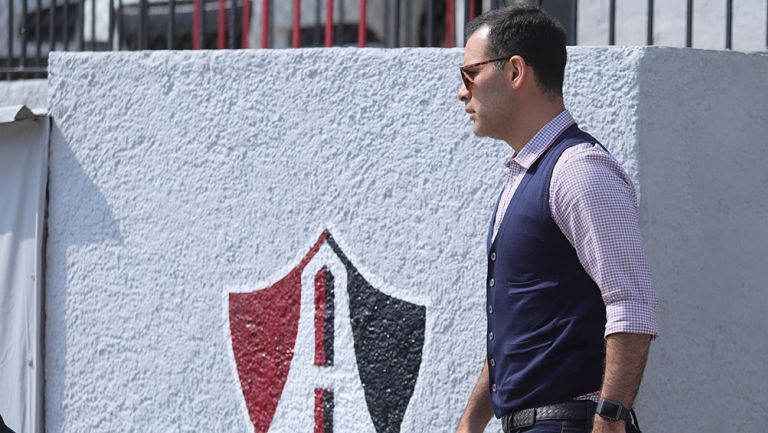 Rafa Márquez camina por las instalaciones del Atlas