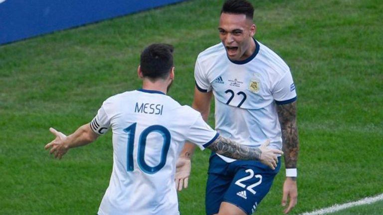 Lautaro y Messi celebran una anotación con Argentina