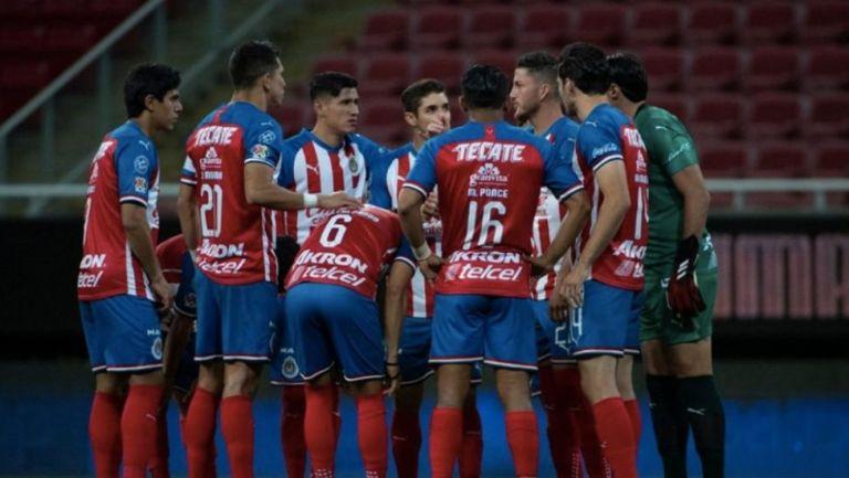 Chivas en un partido de Liga MX