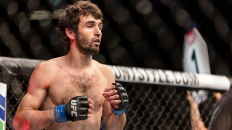 Luchador de UFC lucho contra una cabra