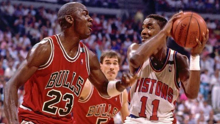 Michael Jordan e Isiah Thomas durante un partido