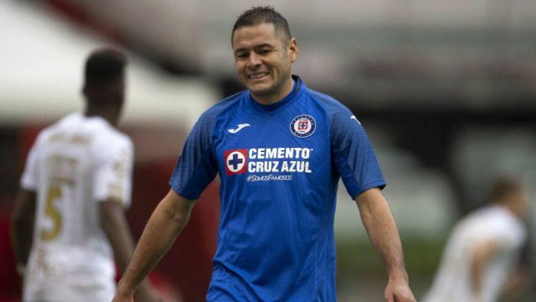 Pablo Aguilar en un partido del Cruz Azul
