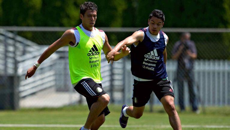Héctor Moreno y Pablo Barrera durante un entrenamiento con el Tri