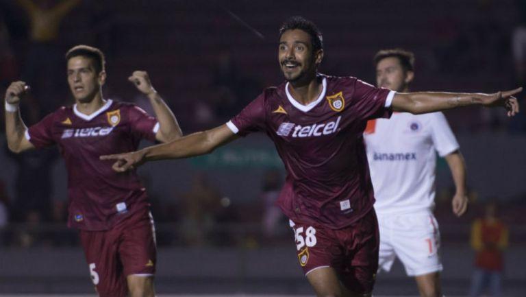 Taufic Guarch celebra un gol con Tecos