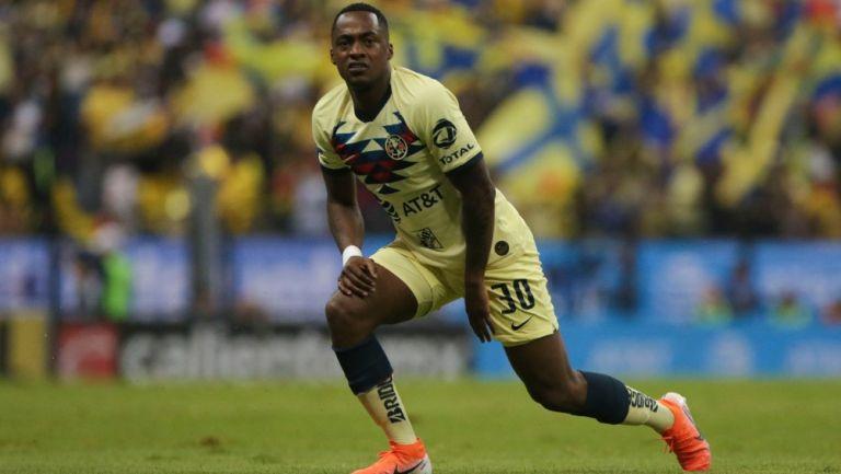 Renato Ibarra durante un partido con América