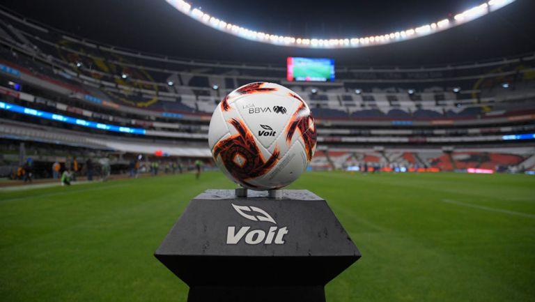 Balón del Clausura 2020 previo a juego entre Cruz Azul y América