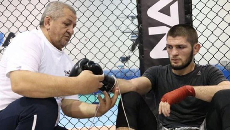 Khabib Nurmagomedov junto a su padre y entrenador